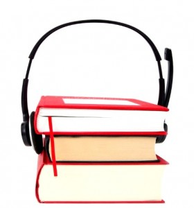 Kopfhörer an Büchern_K